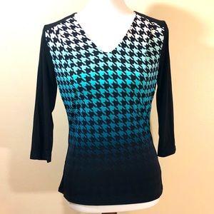 Worthington NWT Blue pattered v-neck 3/4 sleeve